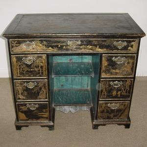 Lacquered knee hole desk - £3,950